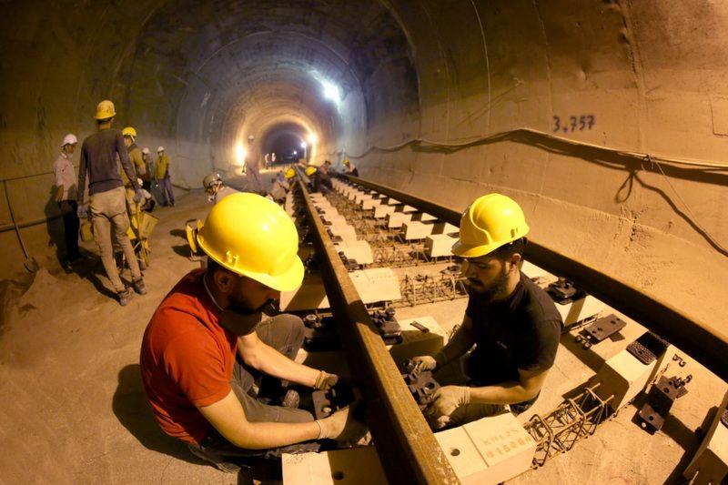 عملیات روسازی خط 2 قطار شهری کرج، وارد مرحله اجرایی و مونتاژ خط شد